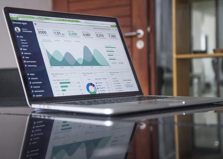 Pc portable sur table article avantages du web